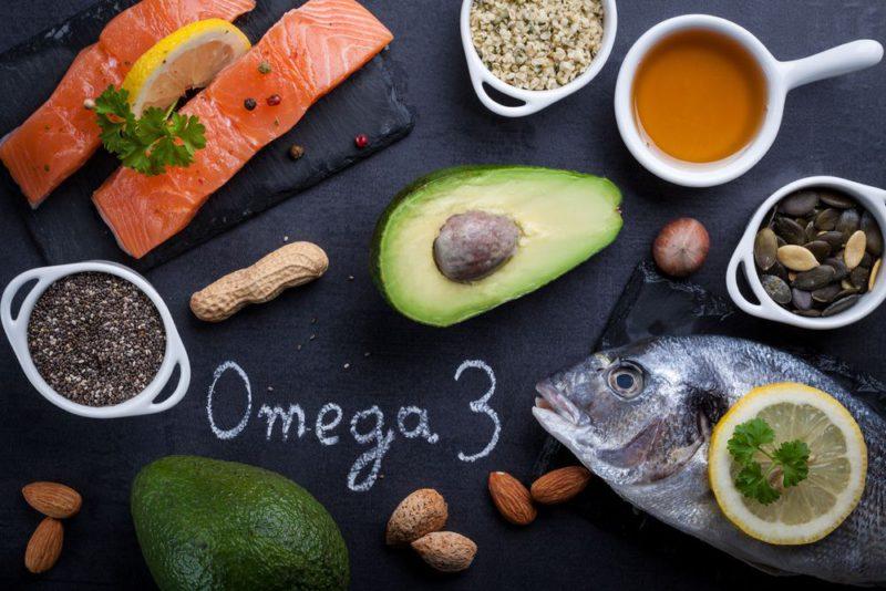 Alimenti ricchi di omega 3: pesce, avocado, semi e frutta secca